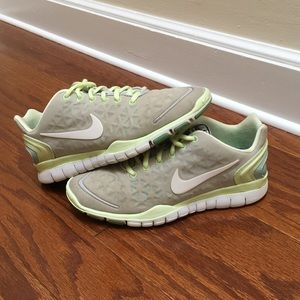 🎉Host Pick🎉 Nike Free Fit 2, Size 7